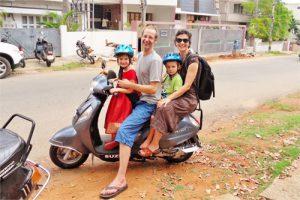 wir-vier-am-Moped-500