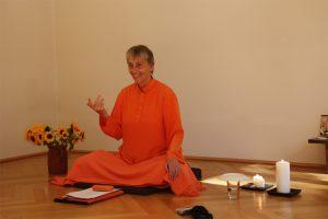 Swami-sitzend
