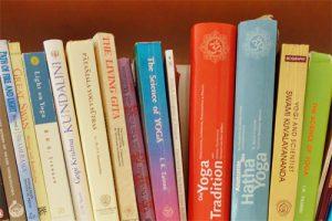 Yoga-Literatur- Philosphie bei der Yogalehrer Ausbildung