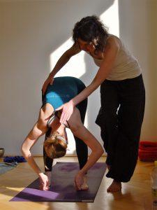 Yogalehrer-Ausbildung-Adjusten
