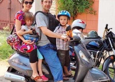 wir-vier-am-Moped-2