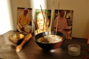 Der Puja-Tisch im PUREYOGA Yogazentrum