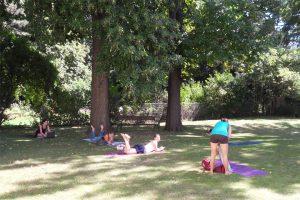 Yogalehrer Ausbildung Workshop im Garten