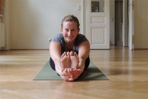 Nora in Yoga Asana Pascimotanasana