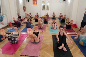 Yogalehrer Ausbildung Navasana Geführt
