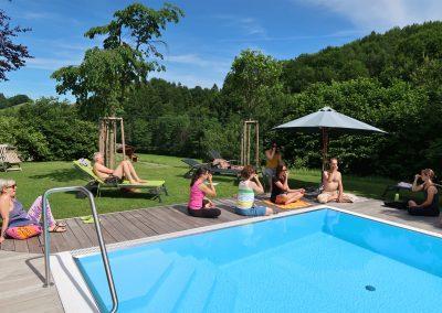 Yogaurlaub-Pool-Pranayama2
